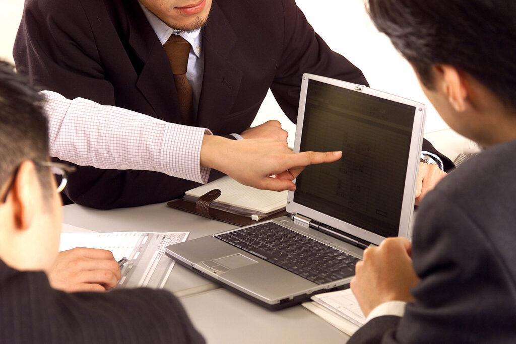 財務的な面から経営をサポートするのがCFO・財務参謀の役割(仕事)です。
